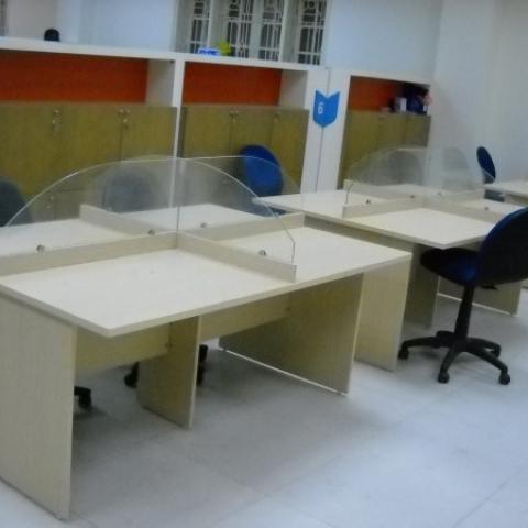 Mẫu vách ngăn kính văn phòng kiểu dáng độc đáo